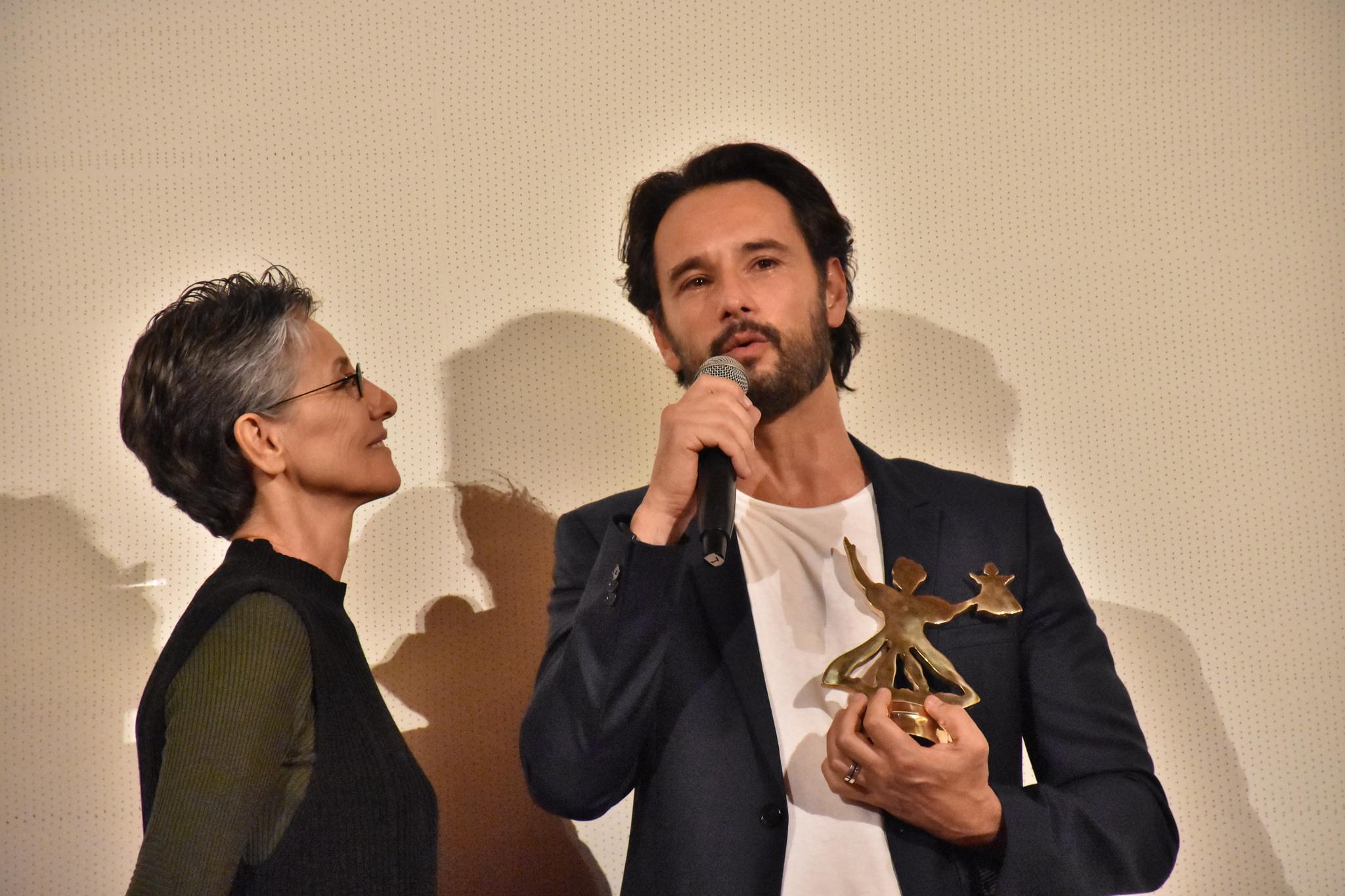 Cine PE: Rodrigo Santoro recebe prêmio Calunga de Ouro em noite emocionante